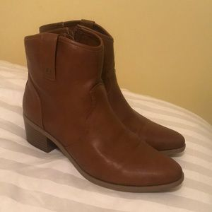 Brown Booties with small heel